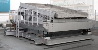 Hot sinter screen with insulating and mobile frame