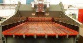 Single-deck dewatering screen for sand, gravel, coal