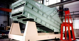 Double-deck linear vibrating screen for pellets, sinter, coke, limestone and ores etc.
